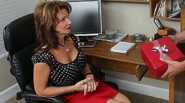 Kris finds his friend's MILF at home