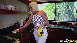 Heavy bottomed cleaning chick Alexis..