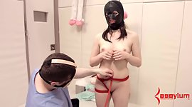 Kinky guy in mask ties up brown eye of..