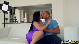 PAWG mama Angela White gains private..
